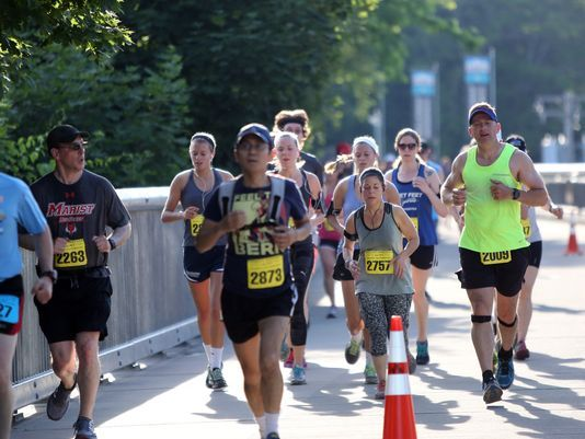 Walkway Marathon 2017 - credit Tania Savayan - Poughkeepsie Journal